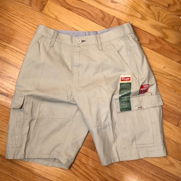 "sale uk ever popular Buy Authentic Wrangler Men's Cargo Shorts w/ Tech Pocket (32"") NWT"
